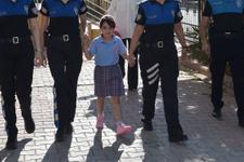6 yaşındaki kız okulun ilk gününe polis eskortuyla götürüldü