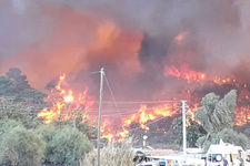 Antalya'da orman yangını kırmızı alarm verildi! Evleri tehdit ediyor...