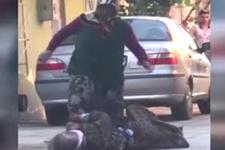 Cani gelin sokak ortasında kaynanasını tekme tokat dövdü