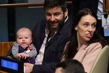 Başbakan BM toplantısına bebeğiyle geldi! Genel kurulda yeri hazır