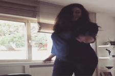 7 aylık hamile Azra Akın'ın dansı sosyal medyayı salladı!