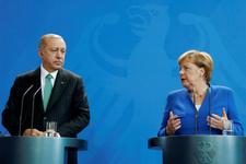 Angela Merkel bunu ilk kez yaptı Almanlar şaşırdı kaldı!