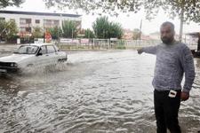 Sağanak yağmur Manisa'da hayatı felç etti
