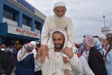 Trabzonlu damat kayınpederini böyle hacca götürdü