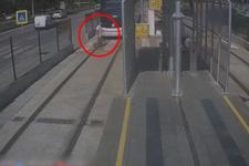 Korkunç! Yaşlı adam tramvayın altında böyle kaldı