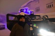 Polis zırhlı araçtan Kürtçe şarkı çaldı gençler oynadı