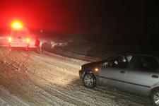 Manisa'da karda mahsur kalan 12 kişi kurtarıldı