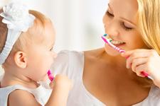 Bebeklerde diş fırçalama ne zaman başlar günde kaç kere diş fırçalanmalı