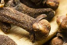Restoranlarda karşılaştığımız karanfil kökünün hiç bilmediğiniz faydaları
