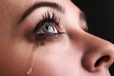 Göz sulanması neden olur tedavi yöntemleri nelerdir?