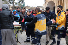 Cenaze namazı sırasında korkutan olay! 2 kişi yaralandı