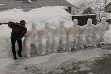Halay çeken kardan adamlar! Yurdum insanı döktürüyor