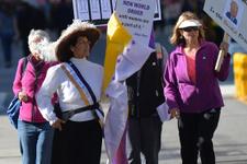 ABD'de binlerce kadın Trump hükümetini protesto etti