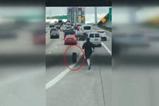 Akan trafikte lastik kovalayan adam, görenleri şaşkına çevirdi