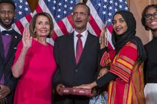 ABD'li senatör Omar yüzyıllık Kur-an'ı Kerim üzerine yemin etti