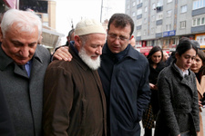 Ekrem İmamoğlu'ndan AK Parti standına ziyaret