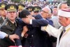 Genel Başkan şehit cenazesinde kaşını patlattı