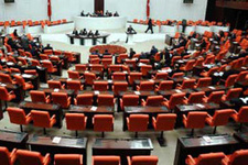Meclis'te ayak yalama tartışması
