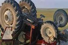 Köye dönerken traktör devrildi: 1 ölü