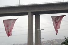Viyadük'te Saadet Partisi bayrağı krizi!