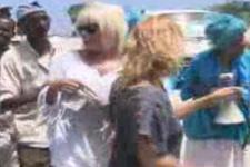 Somalili çaldı Ajda Pekkan oynadı (video)