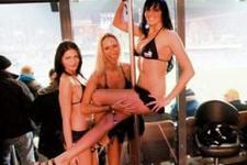 St. Pauli striptizci kiracılarını kovuyor!