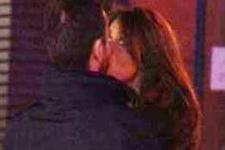 Sevgilisi ile öpüşürken yakalandı
