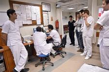 Sağlık çalışanları meslektaşlarını unutmadı