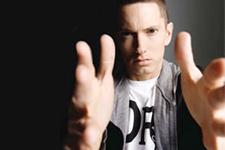 Eminem sosyal medya devine dava açtı