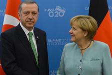 Merkel Erdoğan'a böyle bakakaldı