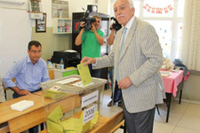 Mustafa Kamalak boş oy mu attı?