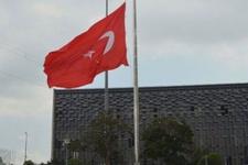 Taksim'deki Türk bayrağı Demirel için yarıya indirdildi