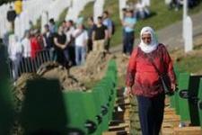 Srebrenitsa katliamının kurbanları anılıyor