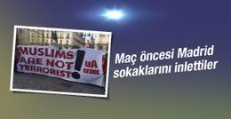 G.Saraylılar'dan 'Müslümanlar terörist değildir' pankartı
