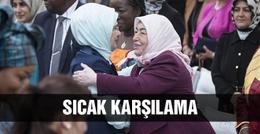 Emine Erdoğan'ı böyle karşıladı!
