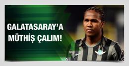 Trabzonspor Galatasaray'a Rodallega çalımını atıyor