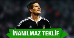Beşiktaş Mario Gomez'e inanılmaz bir teklif sundu
