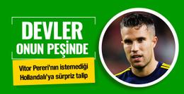 Barcelona ve PSG Robin van Persie'ye talip oldu