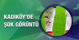 Dirk Kuyt Jeremain Lens'in bacağını kıracaktı