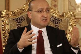 Akdoğan: Öcalan'ı diri diri gömdüler!