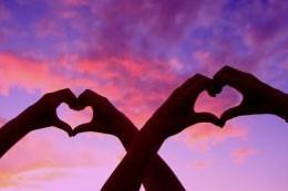 '14 Şubat'çılara ders niteliğinde 'aşkın modern halleri'