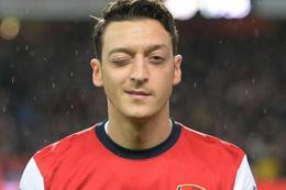 Barcelona Mesut Özil'in peşinde