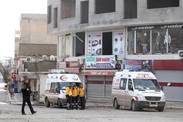 Cizre'de ambulansa yine kurşun yağdı!