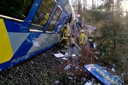 Feci tren kazası çok sayıda ölü ve yaralı var