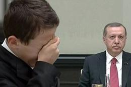 Şehit oğlu Necip Can Erdoğan'a ağlayarak sordu!