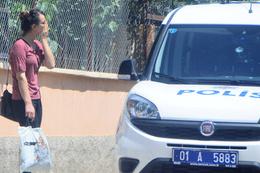 Genç kadın polisi karşısında görünce...