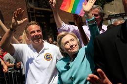 Hillary Clinton LGBTİ Onur Yürüyüşü'ne katıldı