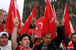 Demokrasi Mitingleri Almanya'da