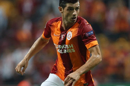 Galatasaray Dzemaili ile masaya oturmuyor