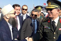 Cübbeli Ahmet ile Hulusi Akar Yenikapı'da böyle tokalaştı
